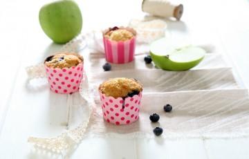 Muffin yogurt, mela verde e mirtilli senza uova