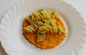 Fusilloni al lime con crema di carote