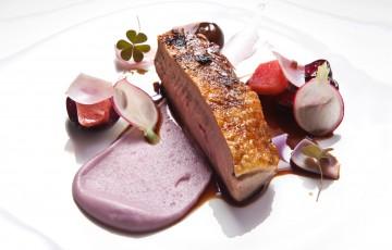 Anatra con purea di patate viola