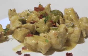 Spezzatino di pollo olive e peperoni cruschi