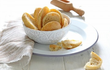 Crostini di pane biscottato