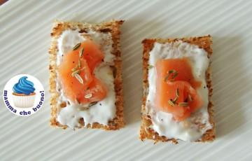 Crostini al salmone & salsa yogurt!