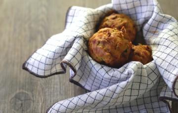 Muffins salati con olive e zucchine