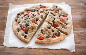 Focaccia con olive e datterini per #unpiattoD