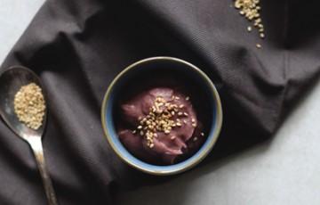 Dip di fagioli rossi con semi di sesamo