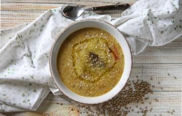 Zuppa di lenticchie, farro e bulgur