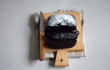 Cake con cacao e noci