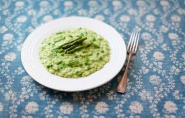 Risotto con piselli e crema di asparagi
