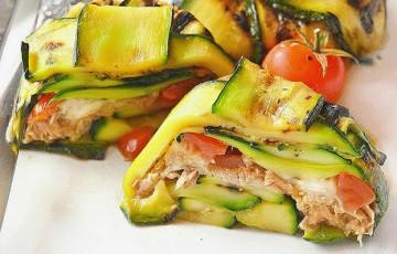 Sformatini di zucchina con tonno, pomodori e mozzarella