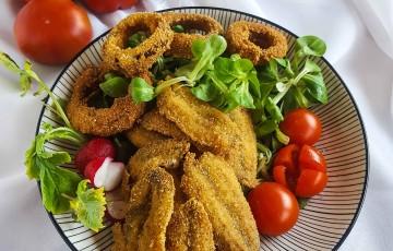 Acciughe fritte con anelli di cipolla