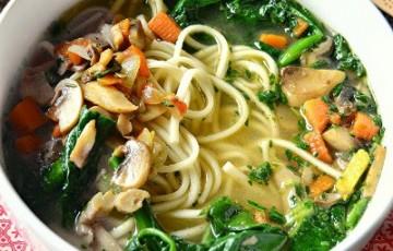 Zuppa di miso con verdure e udon