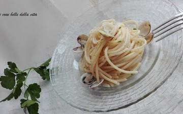 Spaghetti con aglio, olio, peperoncino e vongole