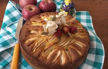 Torta con mele annurca e farina di pistacchio