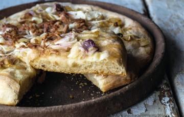 Pizza tonno e cipolle, ricetta napoletana