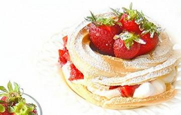Mini paris-brest con fragole e panna