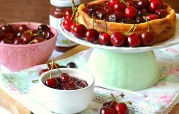 Cheesecake yogurt ricotta e ciliegie