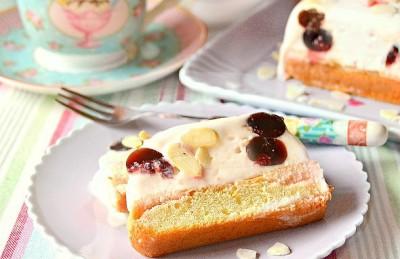 Semifreddo con gelato alla crema e amarene