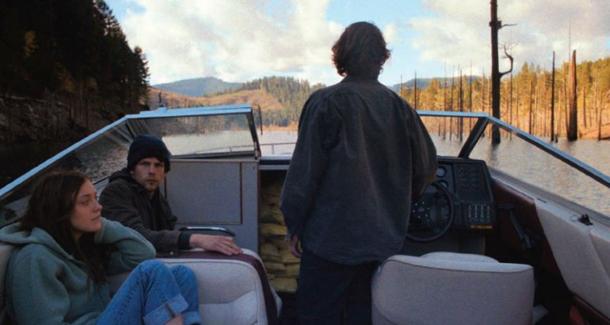 night-moves-jesse-eisenberg-in-una-scena-del-film-con-dakota-fanning-e-peter-sarsgaard-282866