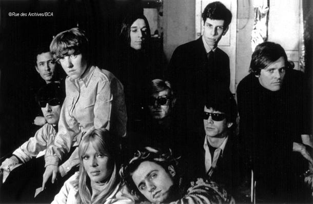 Da sin a dx in alto: Danny Williams, Maureen Tucker, John Cale, Stephen Shore, Paul Morrissey, in basso: Sterling Morrison, Nico, Gerard Melanga and Lou Reed 1966