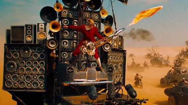 Il chitarrista di Mad Max Fury Road