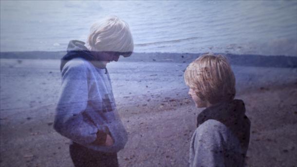 Kurt Cobain all'età di 13 anni su una spiaggia di Washington