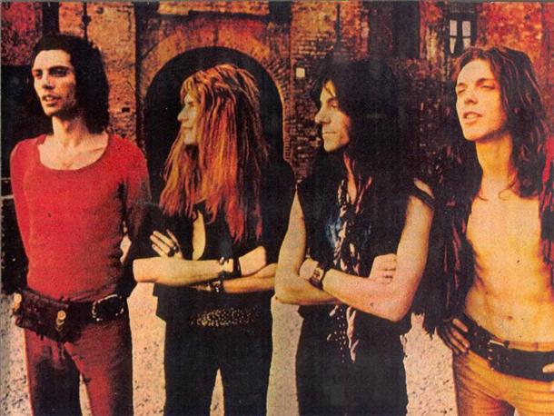 Da sinistra: Gianchi Stinga, Gianni Leone,  Lino Ajello , Vito Manzari, Milano 1972