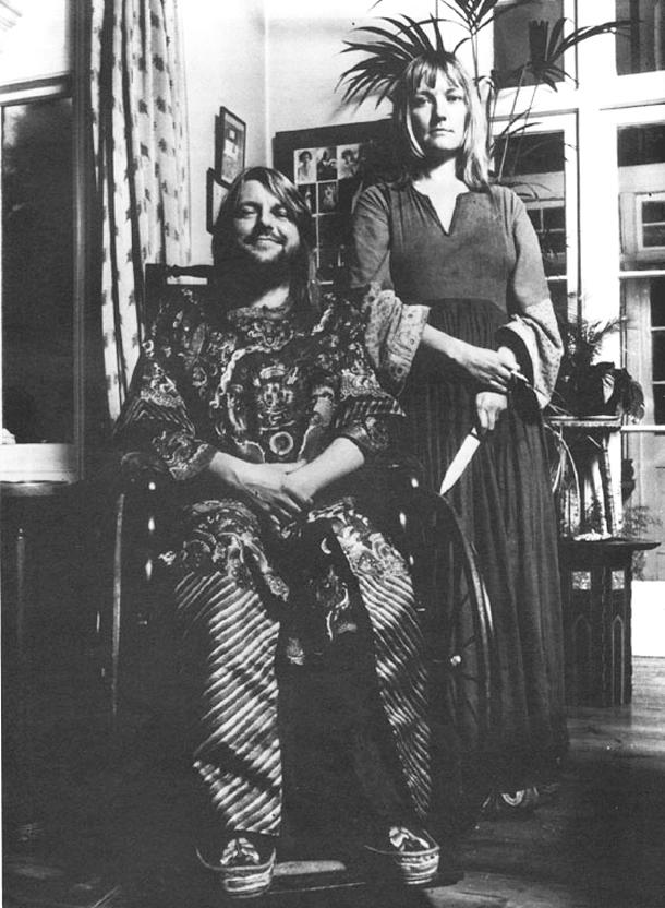 Robert Wyatt e sua moglie Alfreda (Alfie) Benge dal manifesto pubblicitario del