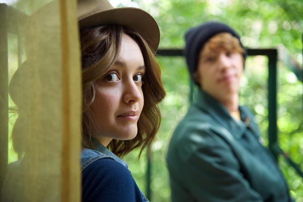 Olivia Cooke (Rache) e Thomas Mann (Greg)