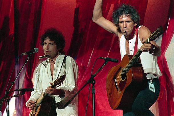Bob Dylan e Keith Richards/Rolling Stones , Live Aid a Philadelphia, 1985 © Foto AP