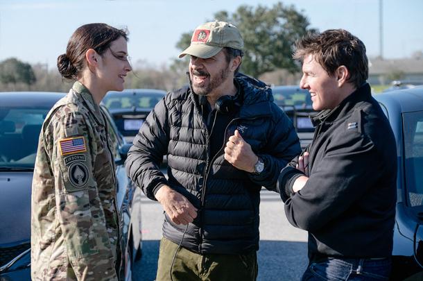 Cobie Smulders, il regista Edward Zwick eTom Cruise sul set o del film