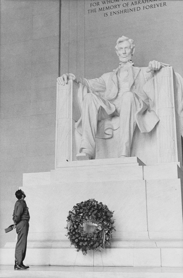 David y Goliat. Lincoln, Washington Aprile1959 © Alberto Korda